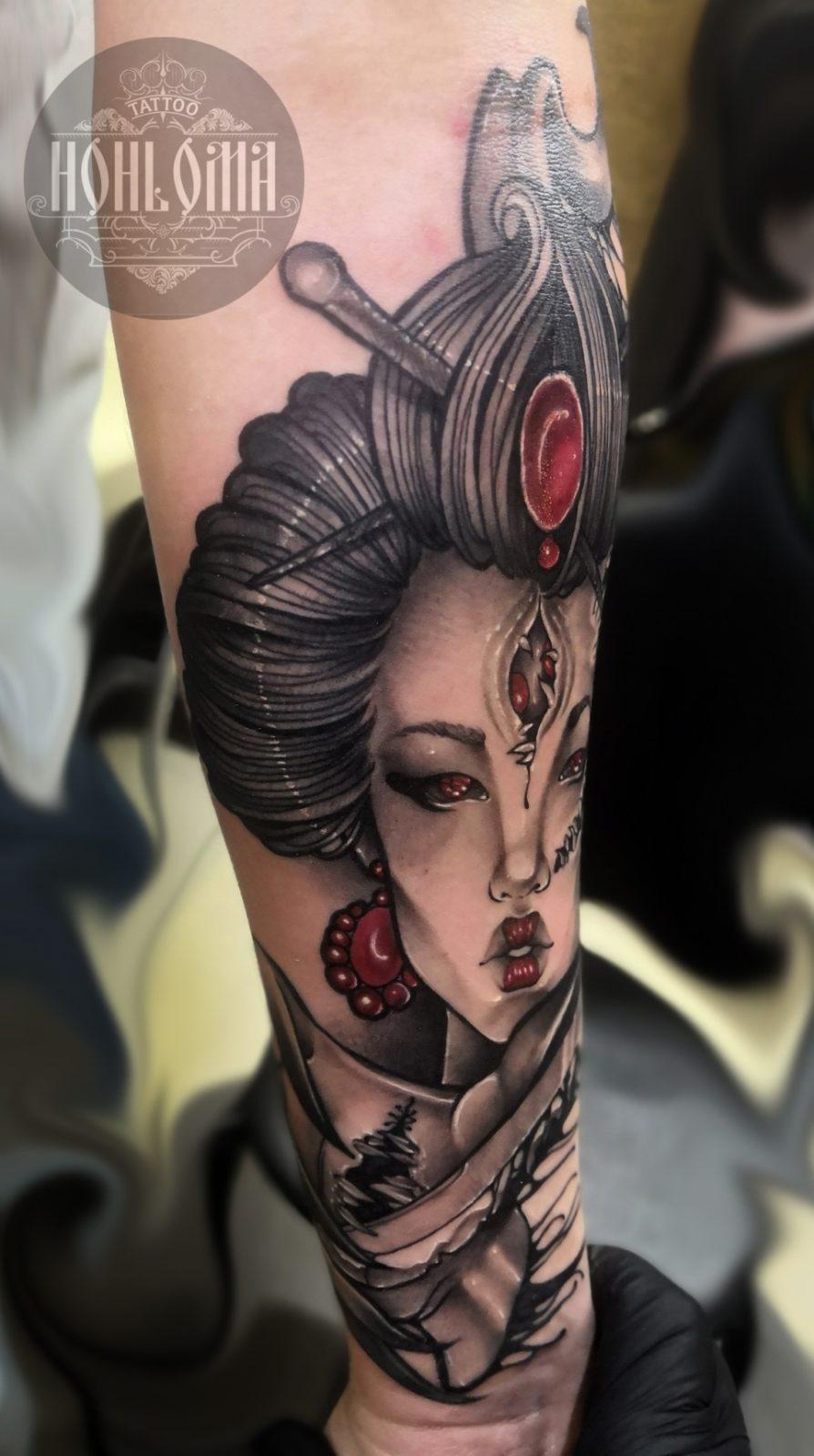 Один из видов татуировки - красивая девушка